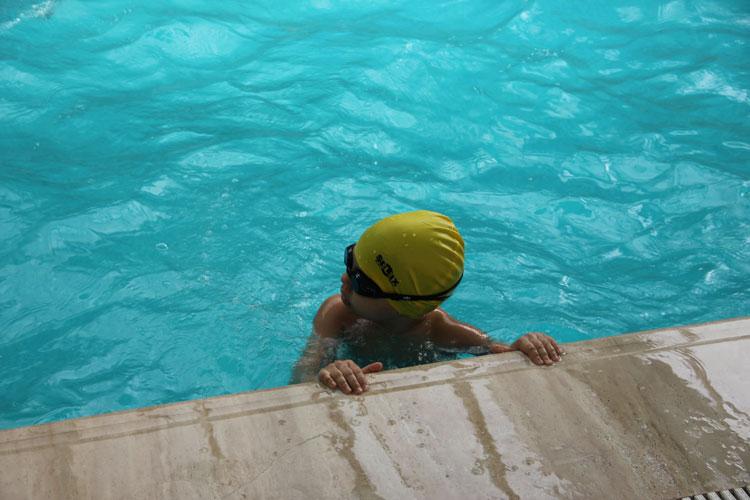 çocuklar için yüzme hvauzu
